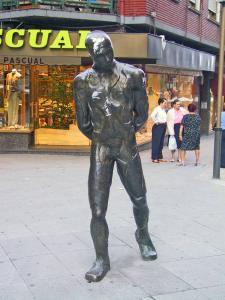 Escultura al Paseante Begiluze